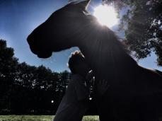 duo-cheval-humain-sous-le-soleil_Fabienne